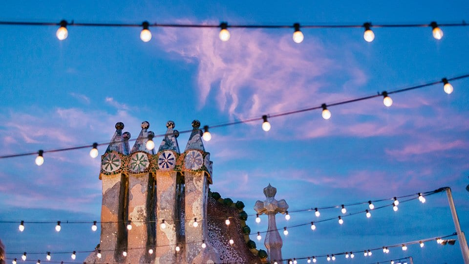 Married in gaudi buildings pearlsandals - Casa batllo nits magiques ...
