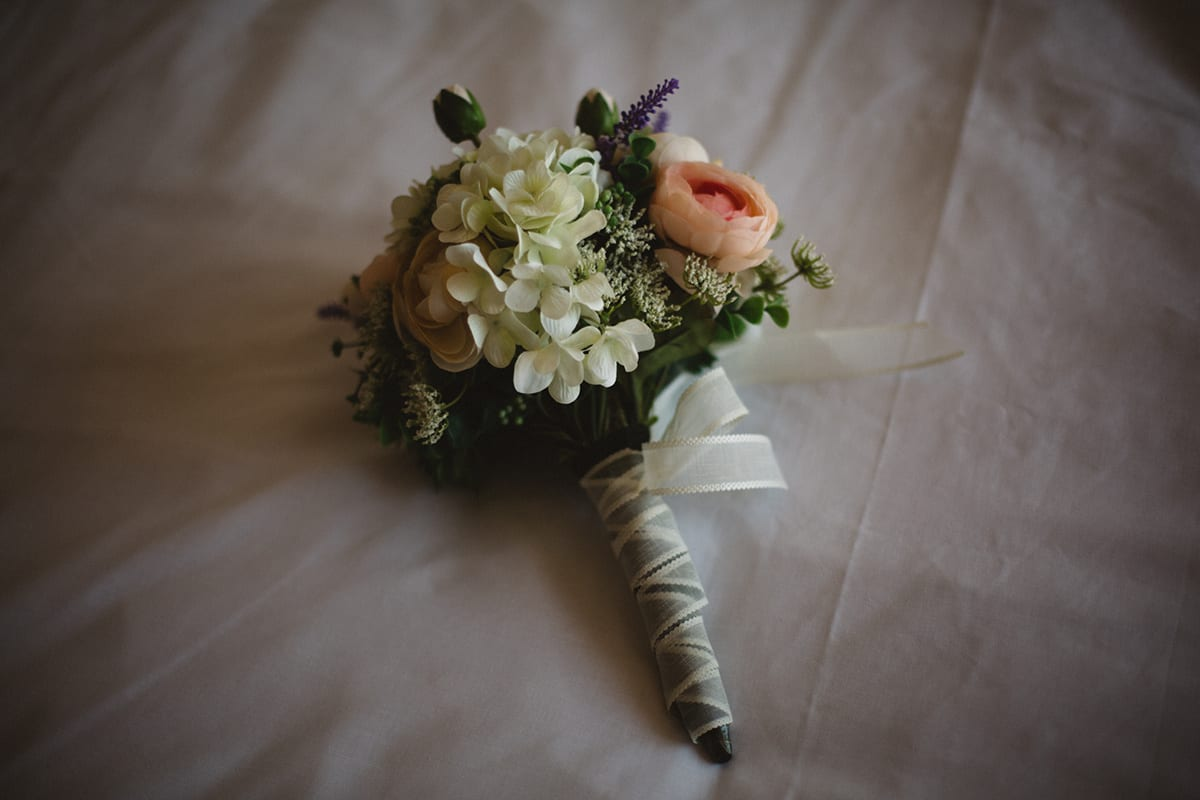 bridal bouquet at elopement in barcelona