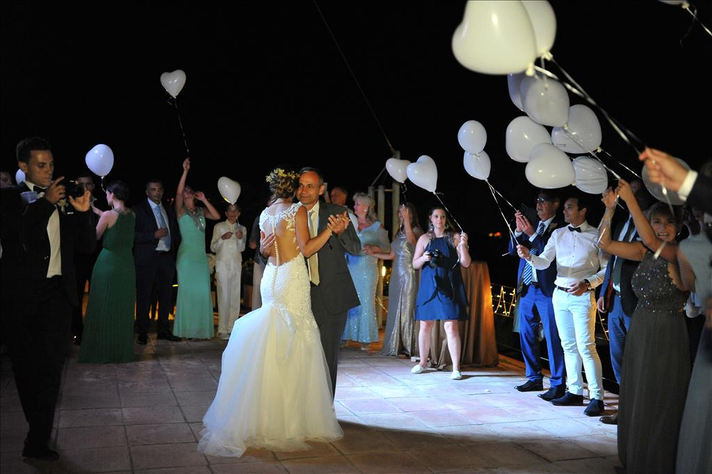 daugther and father first dance